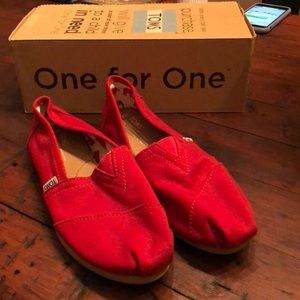 Like new red TOMS